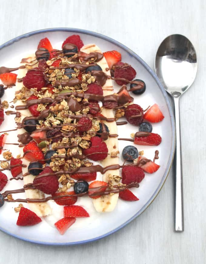Liven up your breakfast with this delicious and healthy banana split | My Fussy Eater Blog