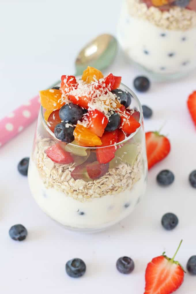 Kids will love making their own Breakfast Pots with yogurt, fruit and oats. A delicious and healthy breakfast! | My Fussy Eater blog