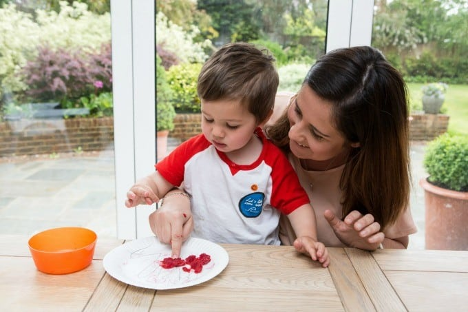 Top tips for fussy eaters from children's food expert Lucy Tomas and Organix and a recipe for a 3 minute spinach pasta sauce