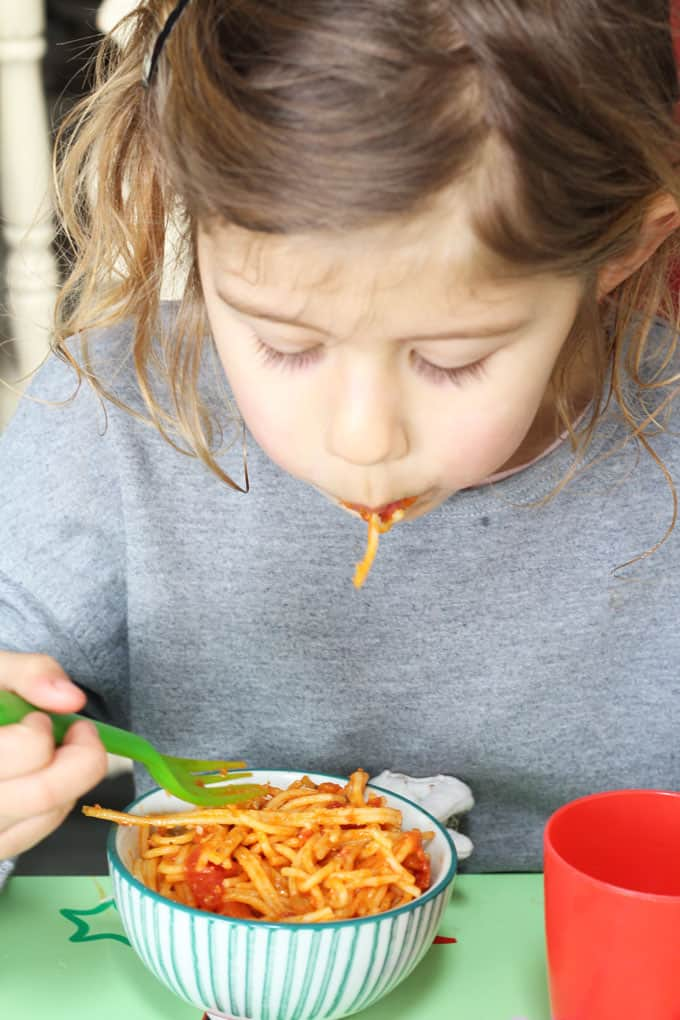 A super simple recipe for spaghetti and tomato sauce, perfect to whip up for a quick and easy kid-friendly meal!