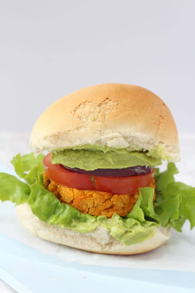 Delicious vegetarian burgers packed with nutritious sweet potato and chickpeas and flavoured with cajun spices!