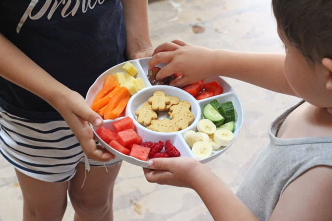 We all know toddlers love snacks but did you know that snacking actually serves a really important purpose for young children? Here's how!