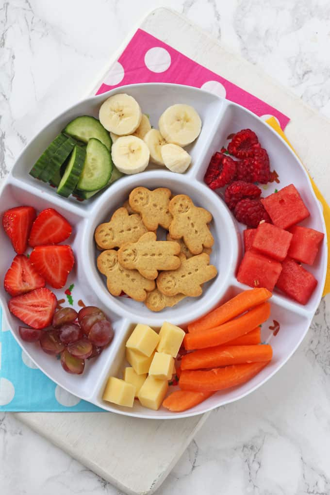 We all know toddlers love snacks but did you know that snacking actually serves a really important purpose for young children? Here's why!