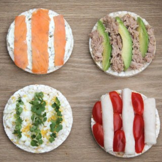 Rice Cakes with Healthy Toppings