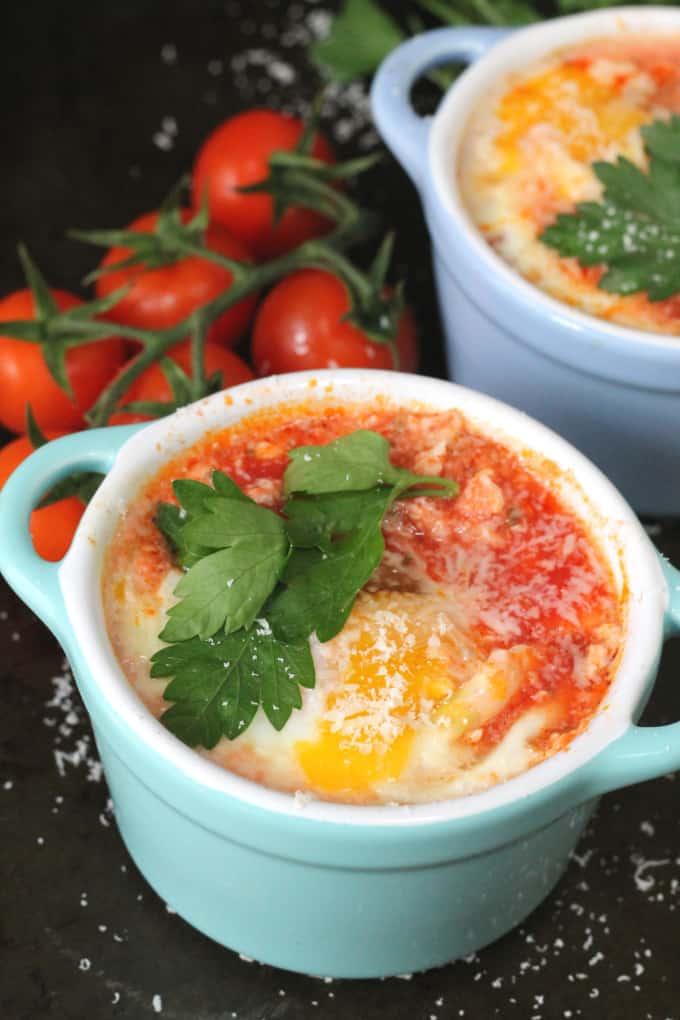 baked eggs paprika garlic