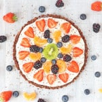 A super easy no bake Fruit Pizza that's gluten and grain free. A fantastic healthy dessert that the whole family can enjoy this summer!