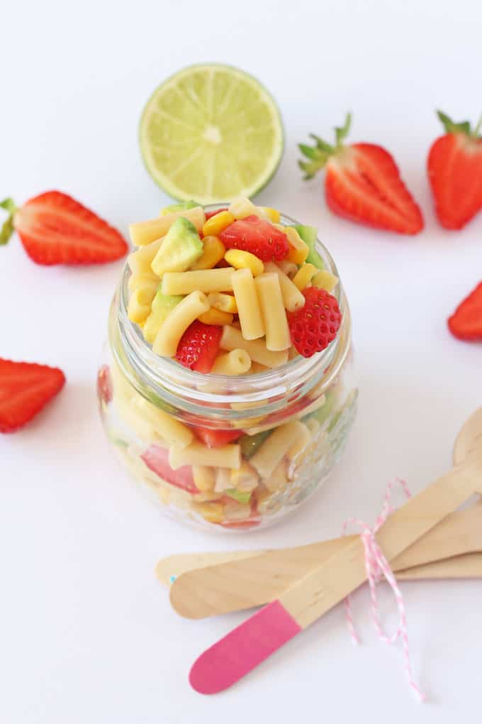 A delicious combination of avocado and strawberry makes this macaroni salad the perfect summer meal and great for kids! | My Fussy Eater blog