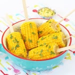 Kids love corn but make it even more fun by putting in on a stick! Try these Corn on the Cob Pops for dinner tonight! | My Fussy Eater blog