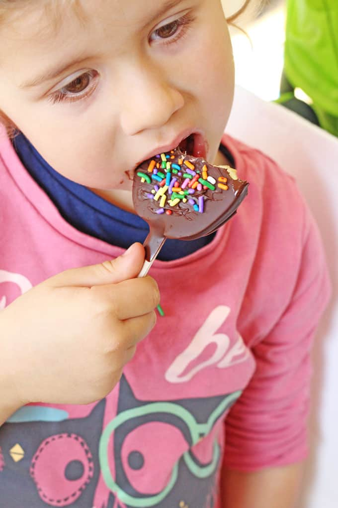 A whole toffee apple can be too much for small children to eat. Try these Chocolate Toffee Apple Slices instead. Easier to eat and much less waste! | My Fussy Eater blog
