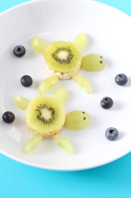 Create a really fun under the sea themed snack for weaning babies and toddlers with swimming Kiwi Rice Cake Turtles! | My Fussy Eater blog