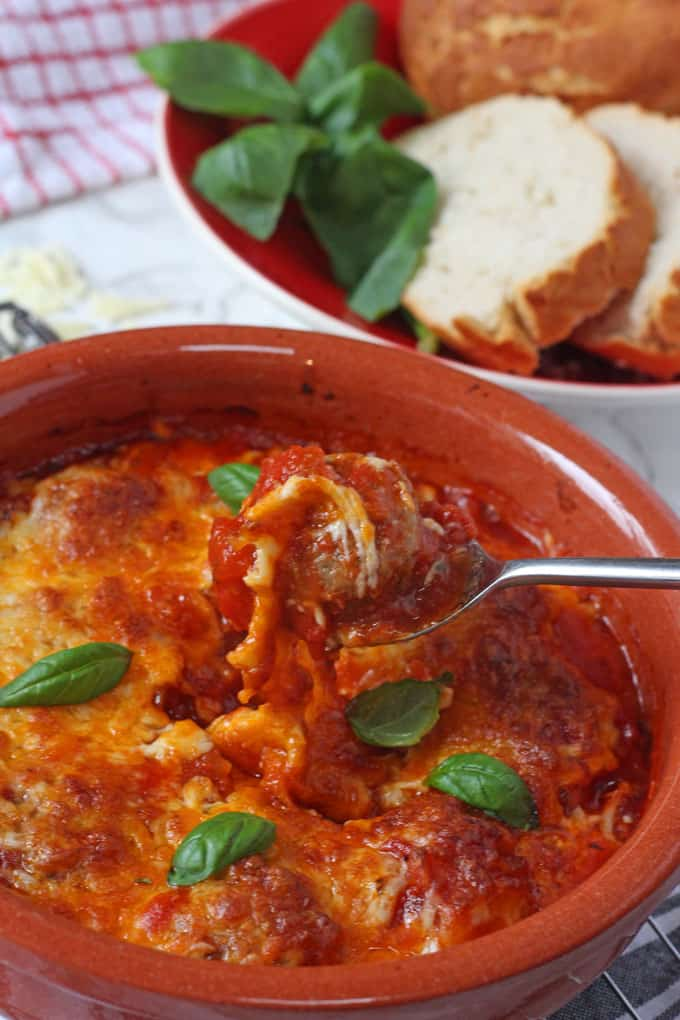 A delicious recipe for smoky baked chipotle meatballs topped with mozzarella and a review of Spontex Fizz Express tablets!