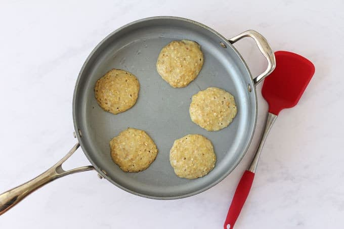 Frying pan with 5 pancakes