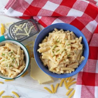 Did you know that you can cook Mac & Cheese in the slow cooker or crockpot? Super easy and so tasty too!