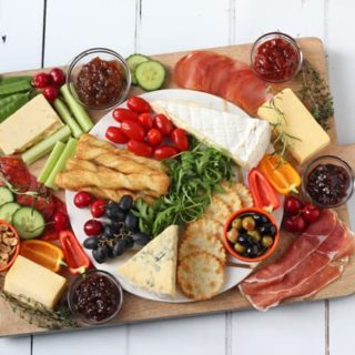 How To Create The Ultimate Cheeseboard this Christmas