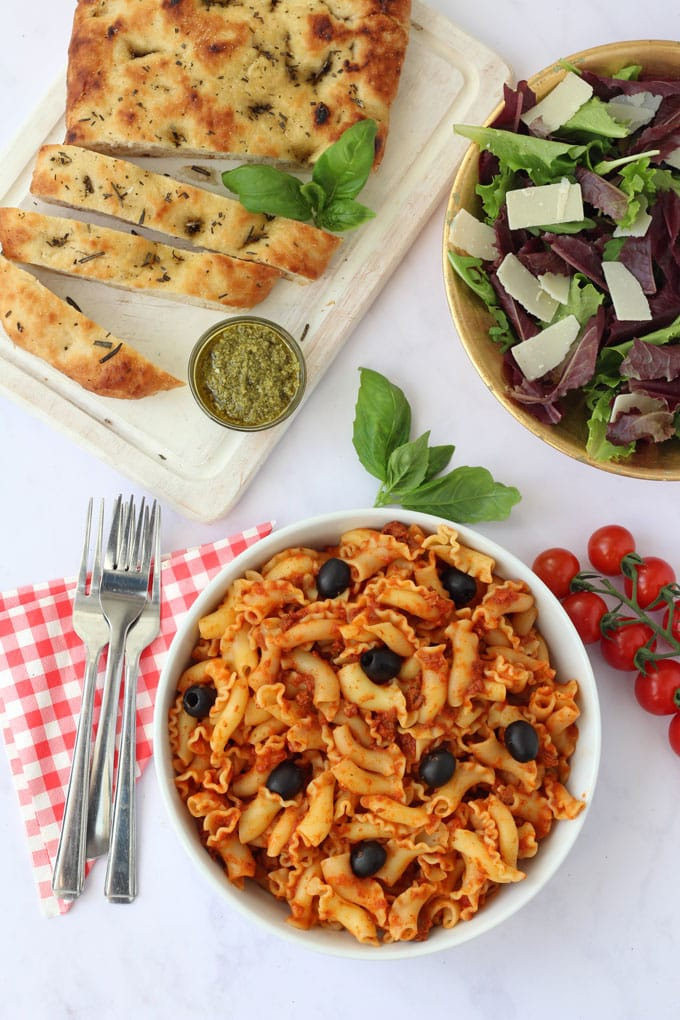 Whip up this delicious Italian Family Feast from M&S in just 10 minutes. Quick, easy and so delicious!
