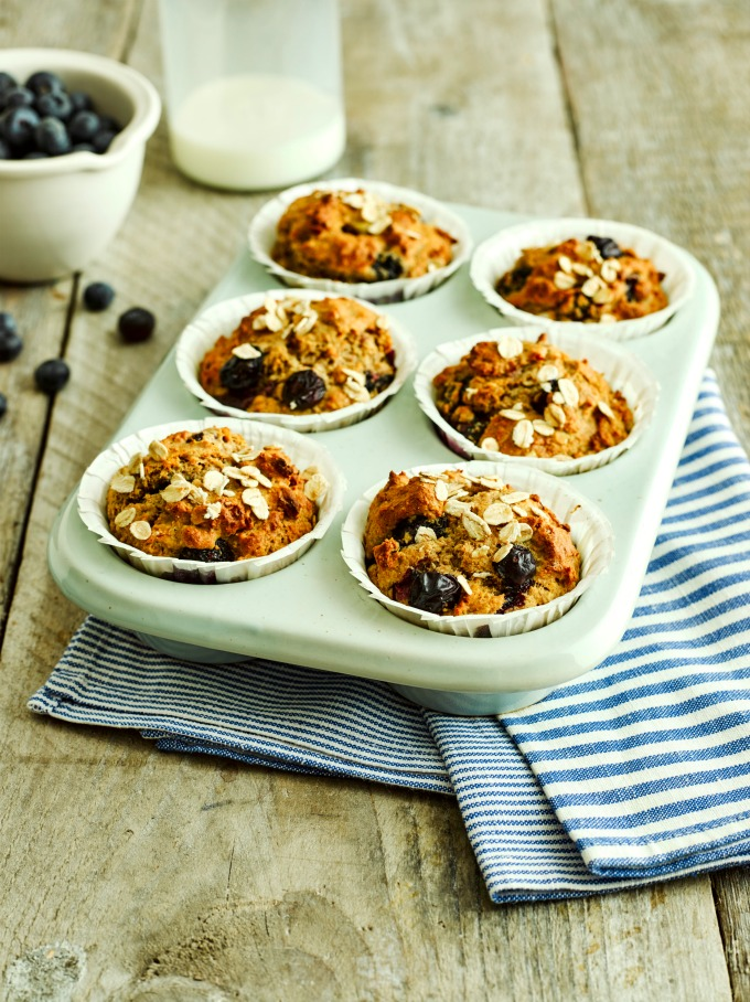 Fruity Breakfast Muffins with oats, blueberries and clementines