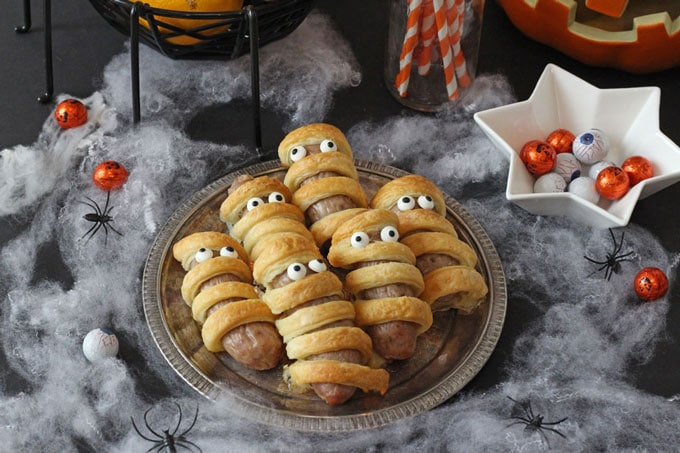 These Sausage Mummies will make a really fun addition to a kids Halloween party!You just need some sausages, pastry and edible eyes!