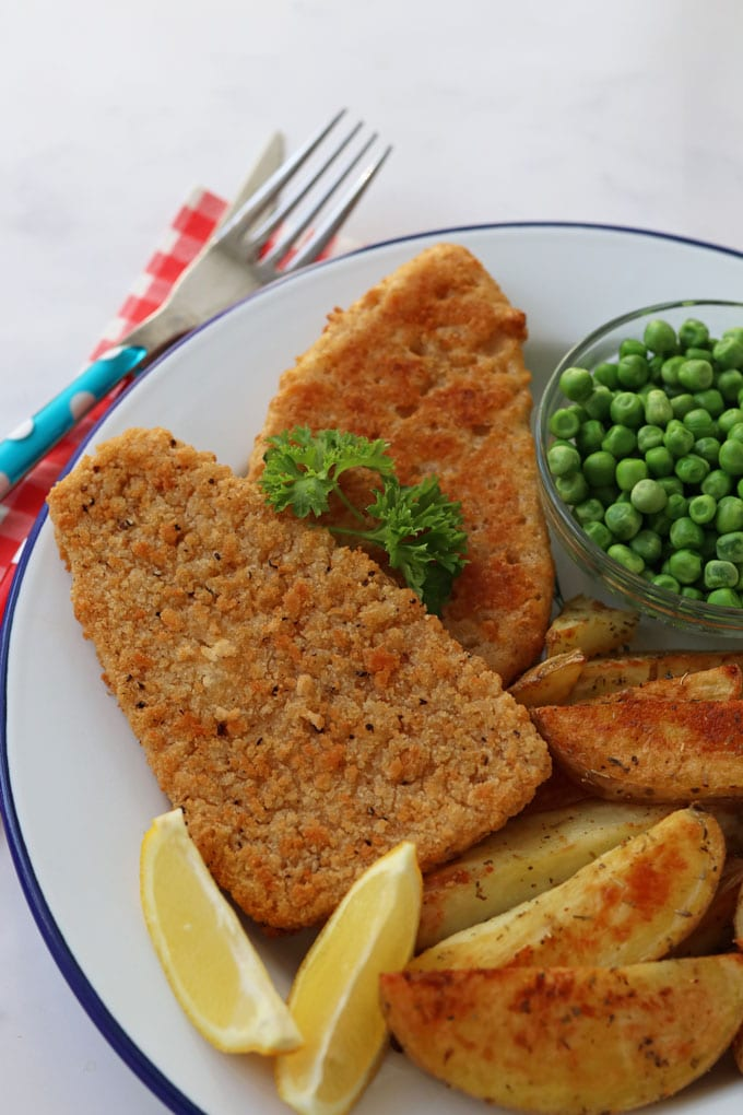 Quorn Fishless Fillets, Chips & Peas